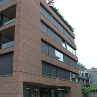 Fassade:  (aus Beton und Beton)