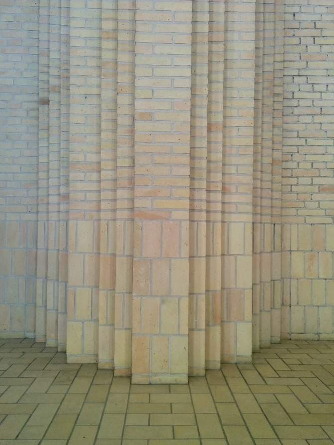 Detail nach Titel:  (aus Mauerwerk)