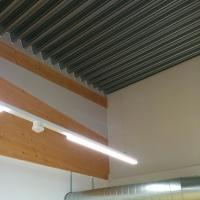 Decke: Holzträger (aus Metall)