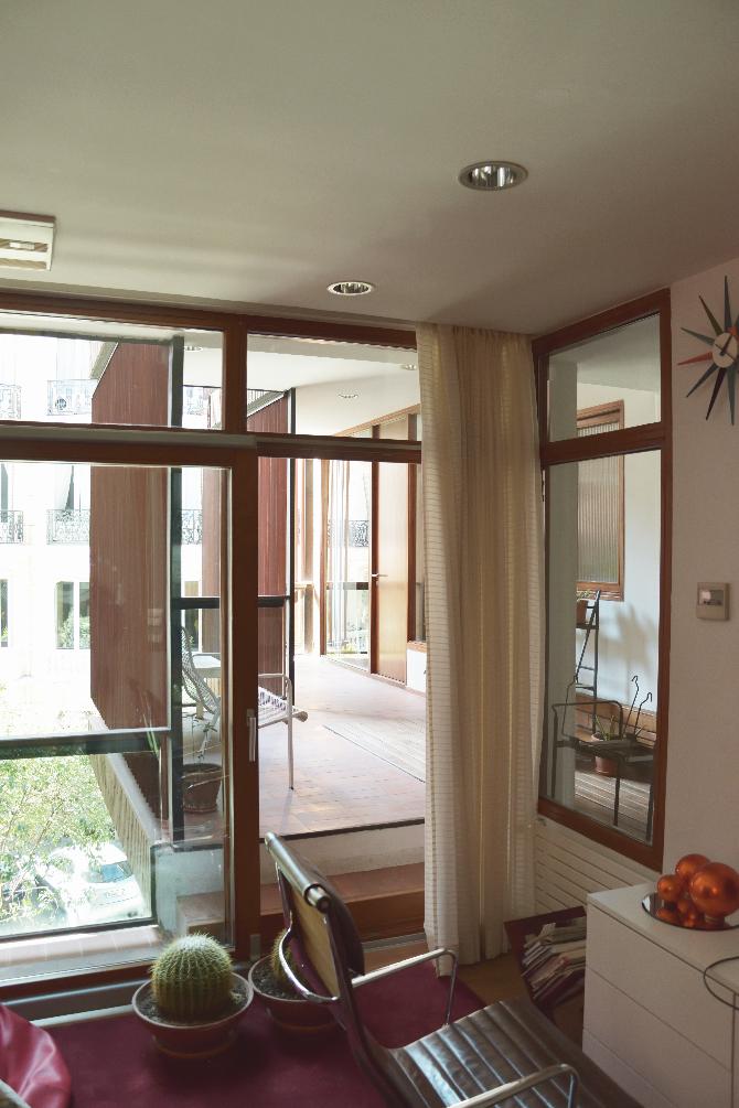 Aussenraum:  (aus Glas und Holz)