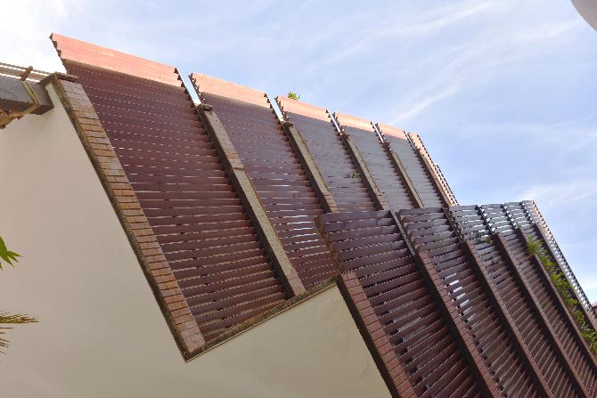 Fassade:  (aus Metall)