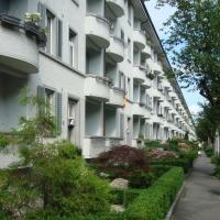 Fassade: Blick von der Eichbühlstrasse (aus Putz)