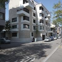 Fassade: Blick von der Weststrasse (aus Naturstein und Putz)