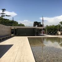 Aussenraum: Das Wasserbecken vor dem Pavillion