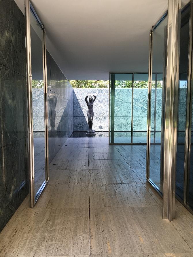 Erschliessung: Eines der Blicke au die Skulptur von Hans Kolbe