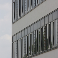 Fassade: Die Fensterbänder mit Putz (aus Putz)