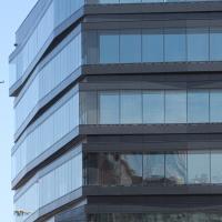 Fassade: Schwarze Fassade (aus Glas)