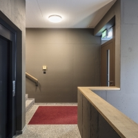Eingangsbereich: Eingangsbereich im EG mit dem überhohen Raum (aus Beton und Kunststein)