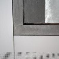 Decke: Untersicht Fertigbetontreppe an Gipsdecke (aus Beton)