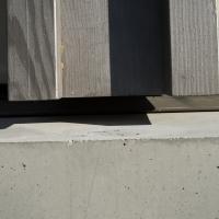 Sockelanschluss: Anschlussdetail zwischen Betonsockel und Holzbau (aus Beton und Holz)