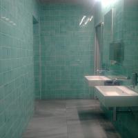 Sanitär: Grüner Vorraum zum Waschen