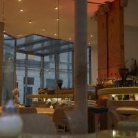 Essen: Im Cafe innen mit Spiegel