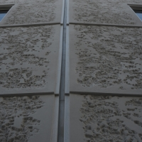 Fassade: Arbeitsfuge zwischen den Gebäuden (aus Putz)