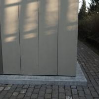 Sockelanschluss: Sockelanschluss Blech zu Beton (aus Metall und Beton)