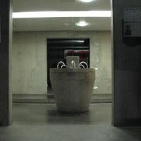 Sanitär: Der Trinkbrunnen zu den WCs im Untergeschoss