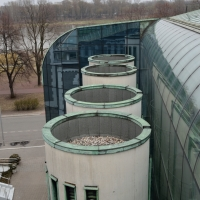 Türe: Blick auf die Bibliothel von oben mit den Türmen