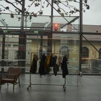 Türe: Eingeschobener Windfang aus Glas mit Glasschiebetüre (aus Glas)