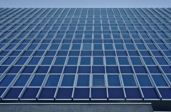 Fassade:  (aus Glas und Metall)