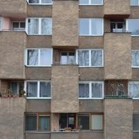 Fassade: Fassade mit unregelmässigen Balkon und Erkern