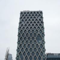 Fassade mit wabenförmiger Struktur aus Beton