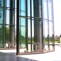 Türe: Grosse drehbare Türen aus Glas (aus Metall und Glas)
