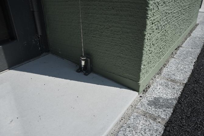 Detail nach Titel: Sockeldetail mit Storenbefestigung