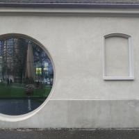 Fassade: Rundes und vermauertes Fenster für den Umbau des Cafes (aus Putz)