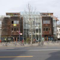 Fassade:  (aus Holz und Glas)