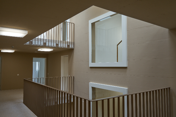 Erschliessung: Das Treppenhaus als Atrium mit Luftraum