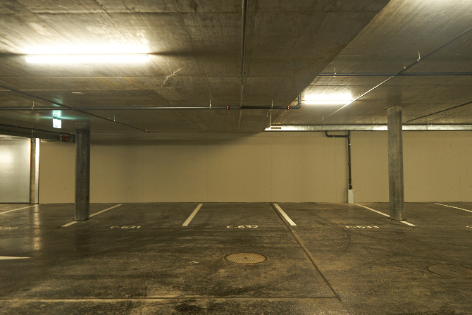 Garage:  (aus Beton)