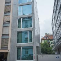 Fassade: Schmale aber klar gegliederte Fassade
