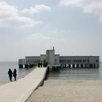 Zugang vom Strand zum Pavillion