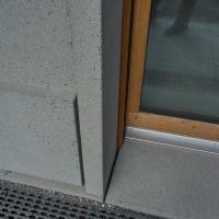 Sockelanschluss:  (aus Beton)