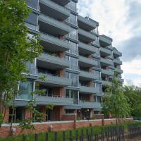 Fassade: Die gestaffelte Fassade mit den Loggien/Eckerkern zu den Bachwiesen