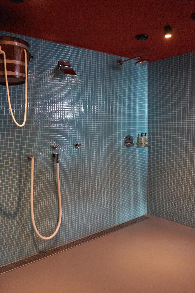 Sanitär: Mosaikplättli im Saunabereich