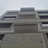 Fassade: Balkon von unten (aus Mauerwerk)