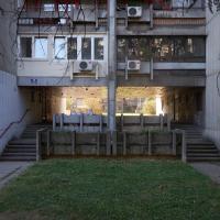 Aussenraum: Durchgang Blok 22 (aus Beton)