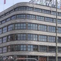 Fassade: Die für die Moderne typischen Fensterbänder (aus Mauerwerk)
