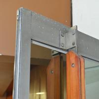 Türe: Schöner Griff an der Tür (aus Metall und Holz)