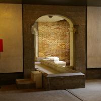 Erschliessung: Steg aus Stein (aus Naturstein und Beton)