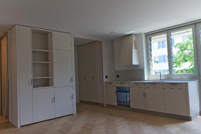 Küche: Küche mit offenem Reduit