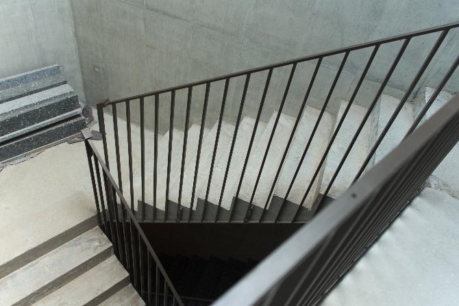 Dreieckiger Luftraum im Treppenhaus