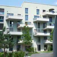 Die Fassade mit den versetzen Balkonen