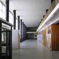 Eingangsbereich: Eine recht helle und klare Eingangshalle