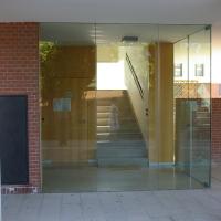 Eingangsbereich:  (aus Mauerwerk und Holz)