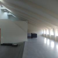 Wohnen: Wohnraum im Dachgeschoss