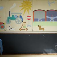 Einbauten: Die bunten Wandtafeln mit Malbrett