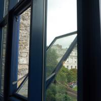 Fenster:  (aus Metall)