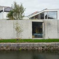 Fassade: Schöner Blick zum Kanal (aus Beton)