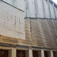 Fassade: Seitliche Fassade mit den schrägen Volumen (aus Beton)